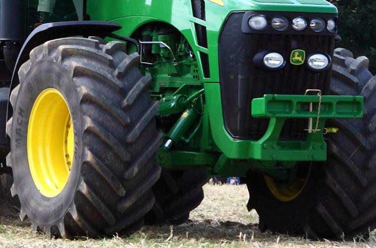 Dyrköpt traktorklipp för irländare