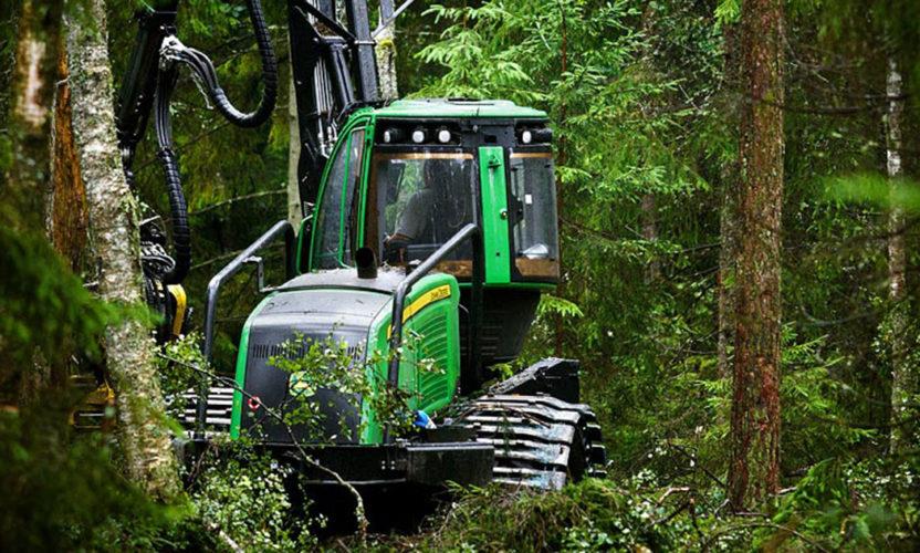 JD tar skogsmaskinerna till Maskinexpo