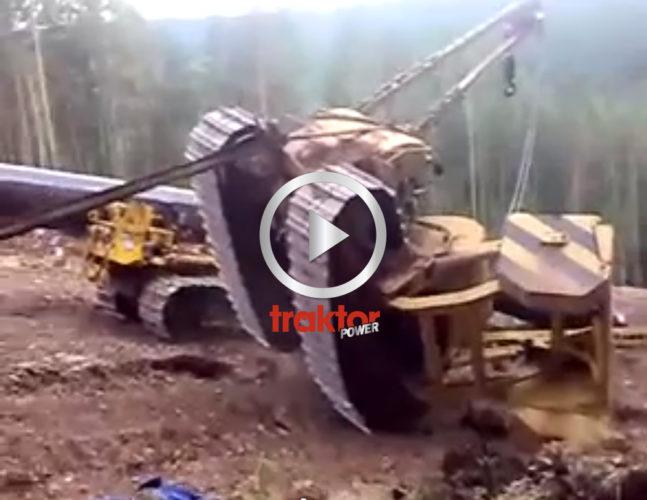 Bulldozer-bärgningen går helt åt skogen!