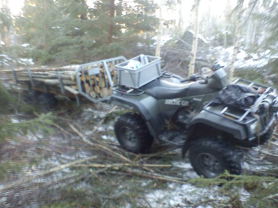 Fyrhjulingen kan i skogen