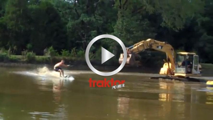 Kolla, grävaren drar vattenskidorna!