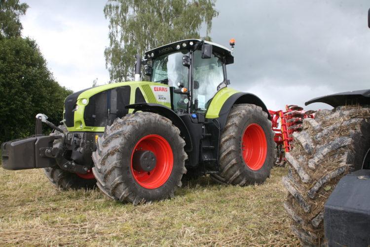 Regn över traktor-Sverige!