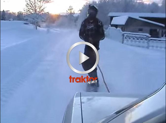 Snowboard bakom bil!