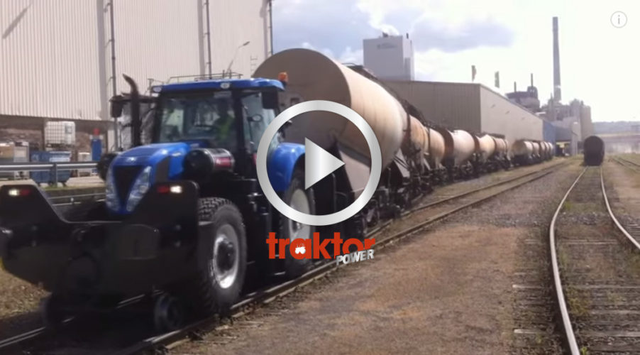 New Holland drar järnvägsvagnar