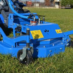 Slå gräs med minihjullastaren!