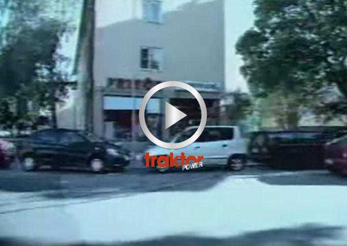 Världens skickligaste bilparkerare!!!