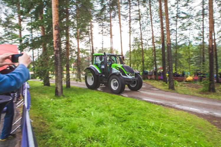Valtra T234 körde först på VM-rallyt