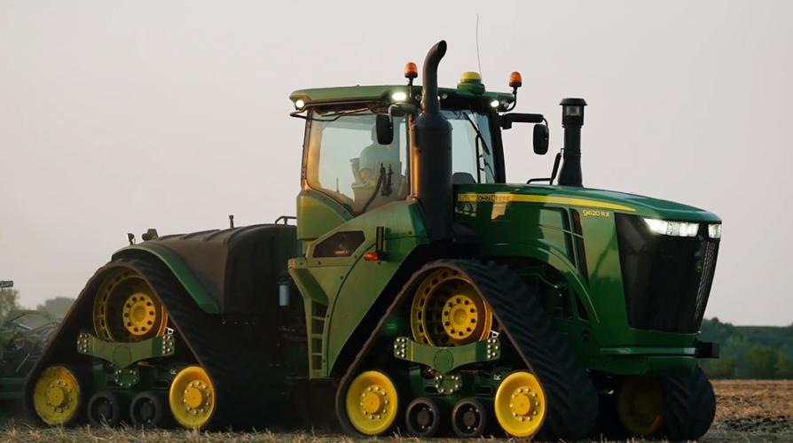 HÄR ÄR DEN! John Deeres största jordbrukstraktor någonsin presenterades officiellt igår tisdag 25 augusti.