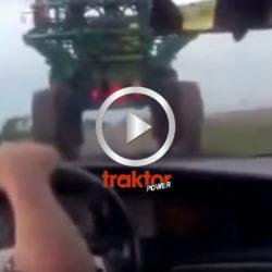 En självgående lantbruksspruta på landsvägen!
