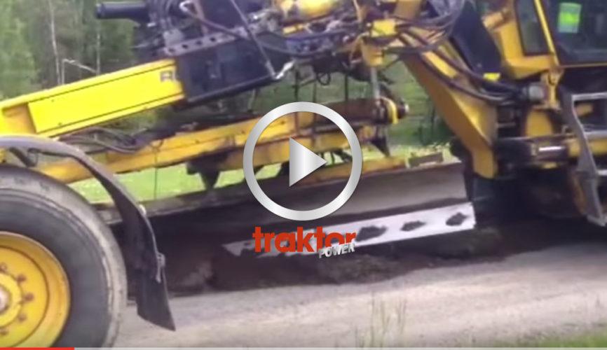 Här är det renovering av grusvägen med väghyvel och hjullastare!!!