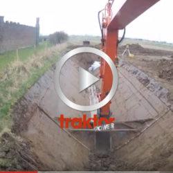 SÅ här kan man ju också gräva ett dike med grävaren!!!