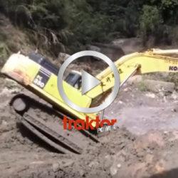 Kolla hur den här grävarföraren balanserar!