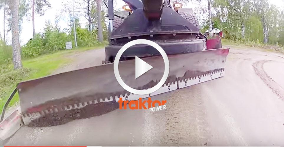 Här hyvlar du grusvägen med en Volvo L70!