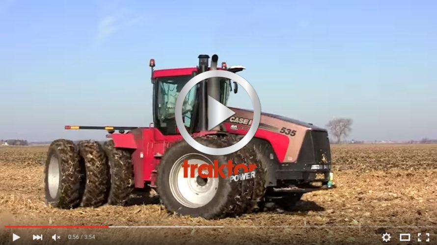 Case IH 535 drar runt med kultivator.