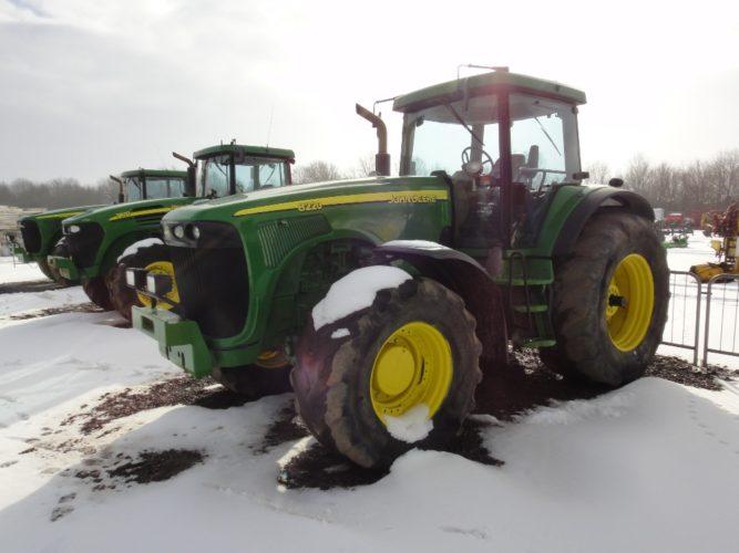 JOHN DEERE 8220. Tillhör en traktorkategori som nu, enligt amerikanske auktionsbevakaren Machinery-Pete, går för relativt höga priser på auktioner i USA. (Traktorn i bild finns med bland brittiska auktionsfirman Cheffins aktuella maskiner.)