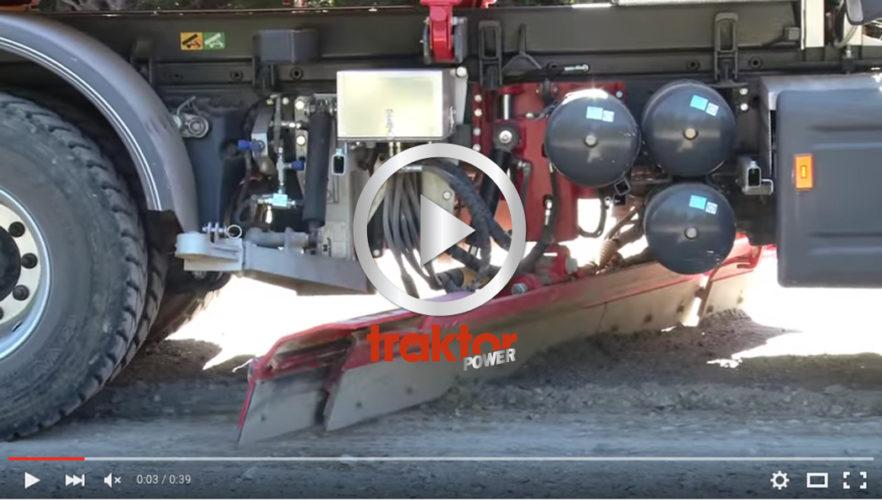 Scania med underbett attackerar grusvägen!