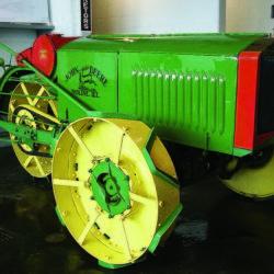 John Deeres första traktor!