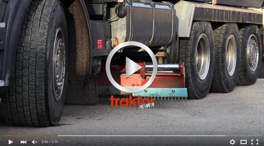 Du kan hyvla grusvägen med lastbilen! Kolla underbettet!