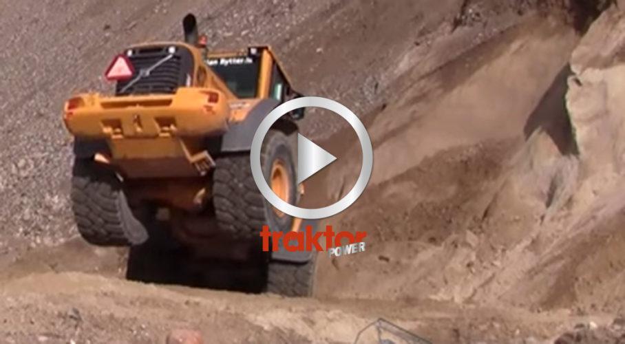 Volvo hjullastare med mycket sand i skopan!