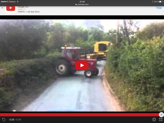 Traktor på tvären på vägen!!!