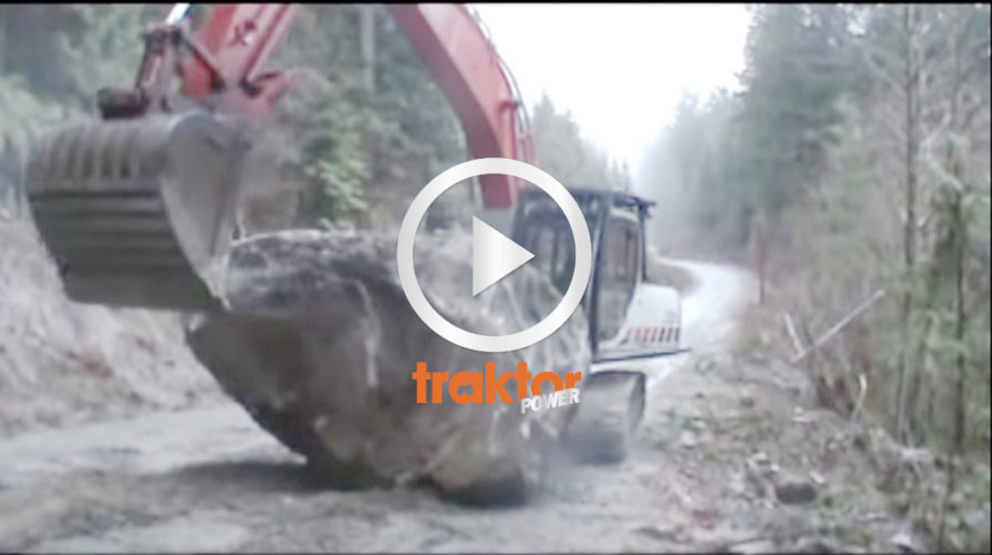 Grävaren i kamp med en bauta-sten!!!