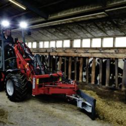 NO AVGASER. Så här ser landets första eldrivna kompaktlastare, utvecklad för inomgårdsarbete på lantbruk, ut.