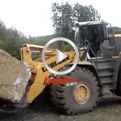 Liebherr L586 lyfter stenblock. Detta är max vikt!