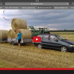 Bilen kan användas för att dra rundbalar från fältet!