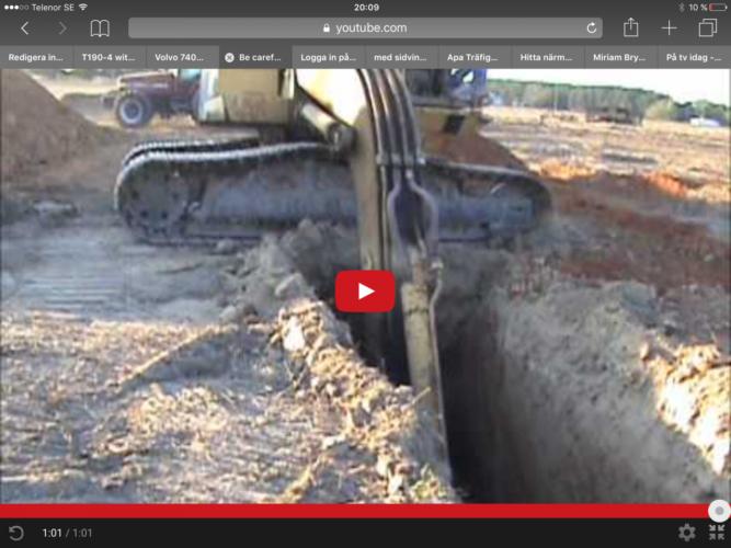 Kolla vilket hål grävarföraren grävt!