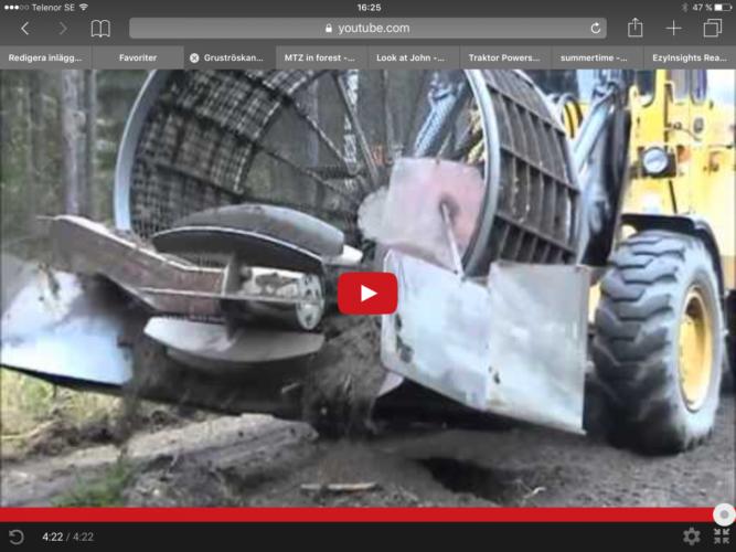 Gruströskan bärs av en hjullastare.