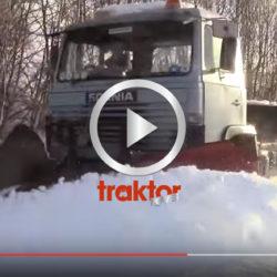 Plogar snö med Scania 81 och spetsplog.