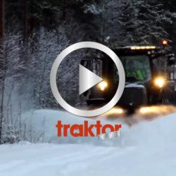 Se hur Valtra S352 klyver snön med spetsplogen!