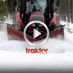 Valtra T162 plogar snö med Svedala spetsplog och Vreten sidovinge