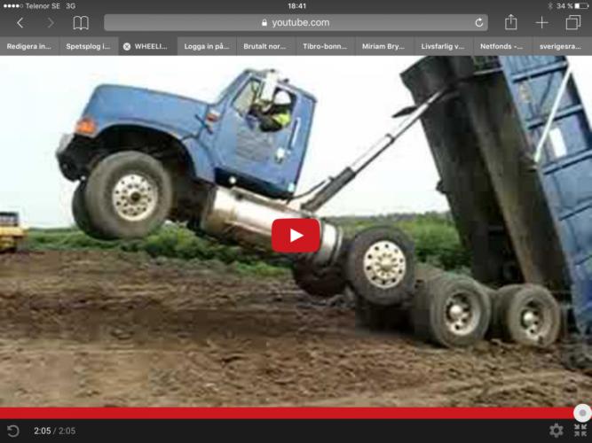 Så här har du aldrig sett en lastbil göra wheelie!