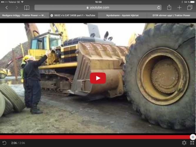 En Caterpillar knuffar en grävare!