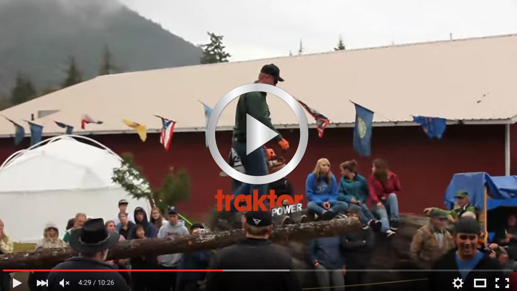 Kolla hur du tävlar i att gå på stock med motorsåg!