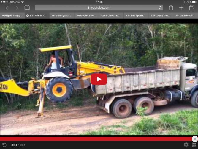 Här ser du alla trick du behöver för att lasta grävaren på lastbilen!