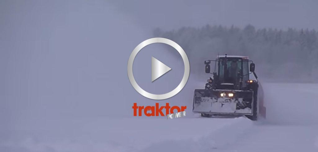 Här kommer Valmet 665 med snöslunga!