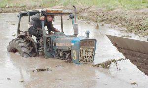 Swecon-grävaren drar lätt upp Forden!