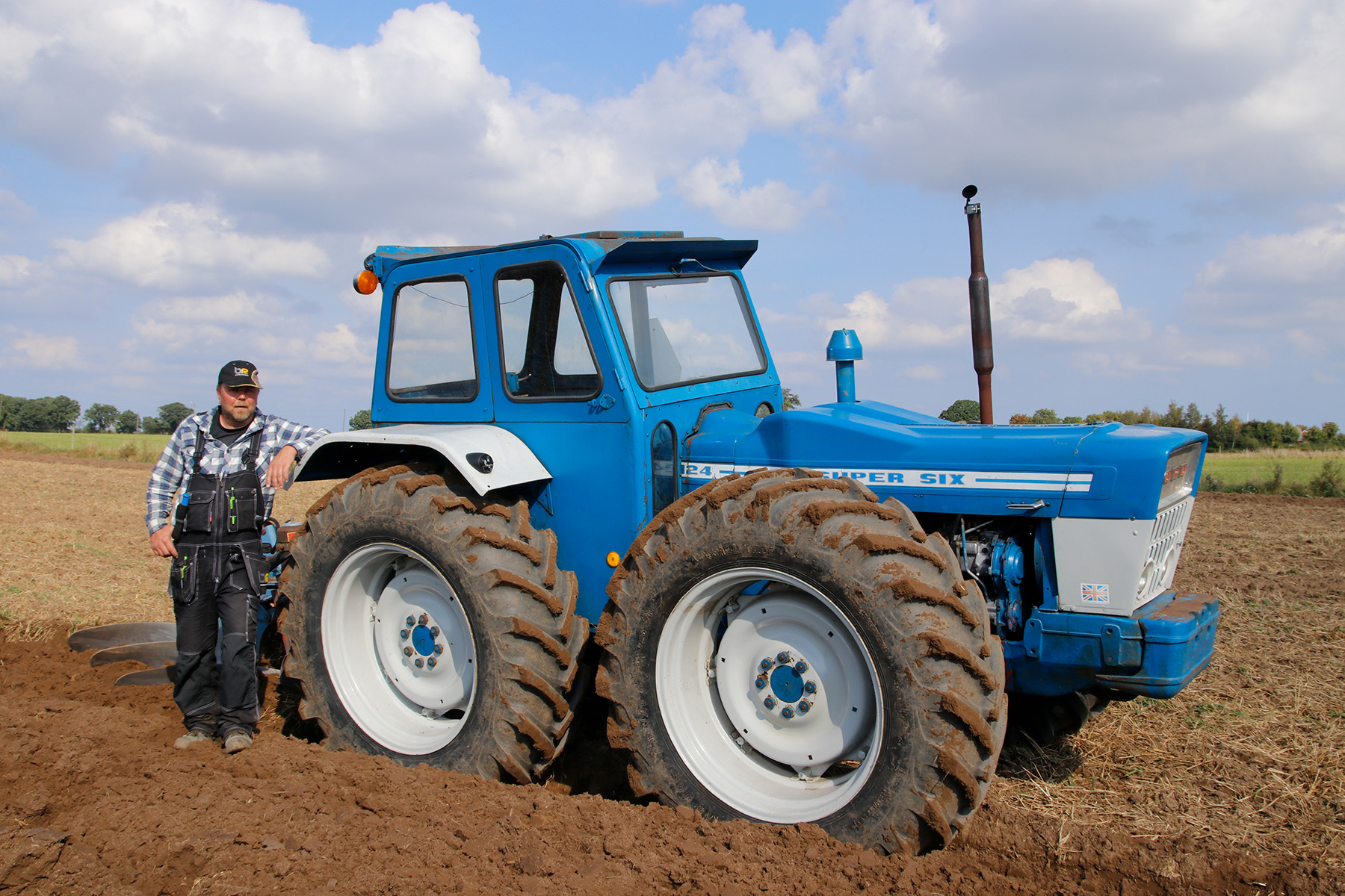 Ford County 1124 Super Six.
