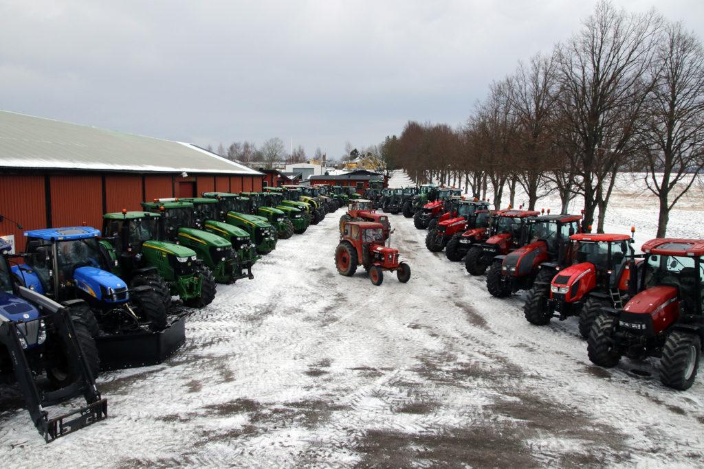 Snyggt. I Östra Ljungby stod traktorerna snyggt på rad.