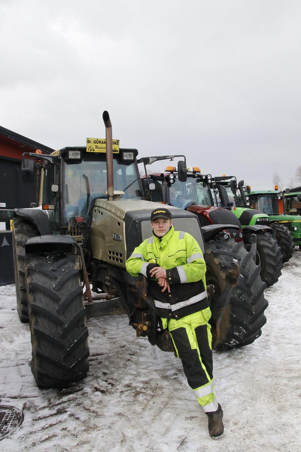 Andreas Andersson med en Valtra 8950 Intercooler som han lånat av Bröderna Göranssons maskinstation.
