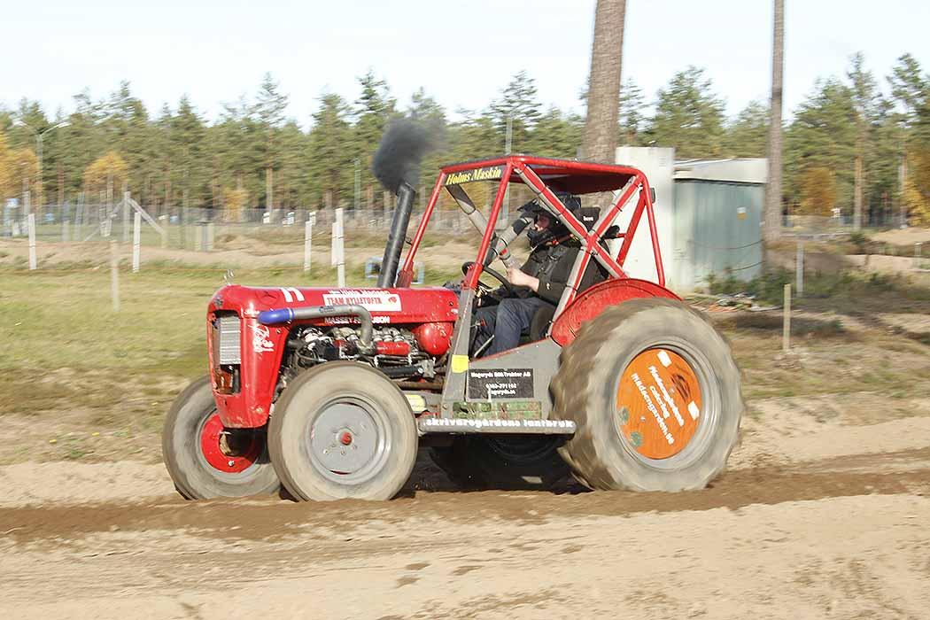 Motocross med traktor!
